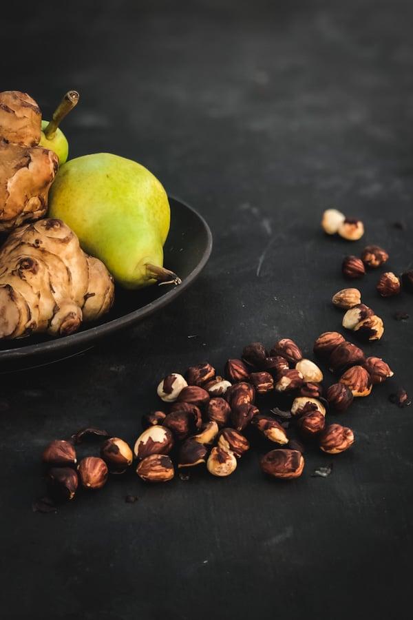 prosciutto salad ginger hazelnut pear