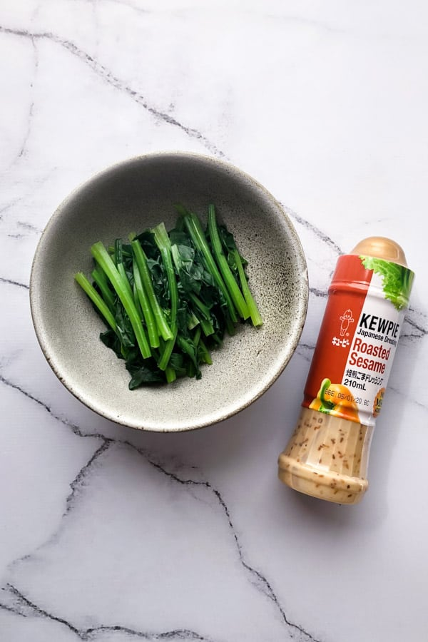 Spinach leaves with Kewpie roasted sesame dressing