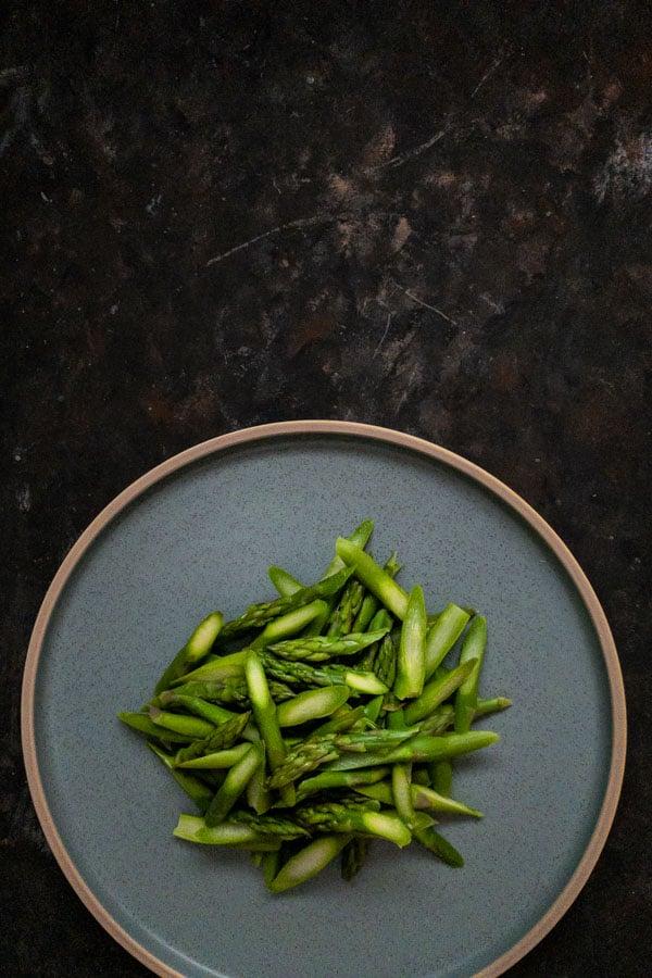 Asparagus for asparagus tomato salad