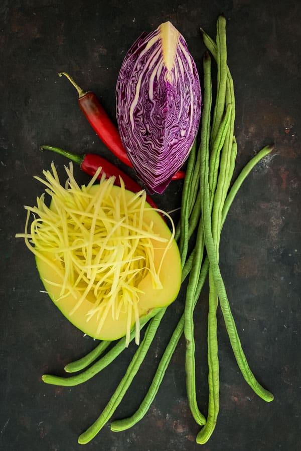 Green Papaya, red cabbage, chilli, snake beans