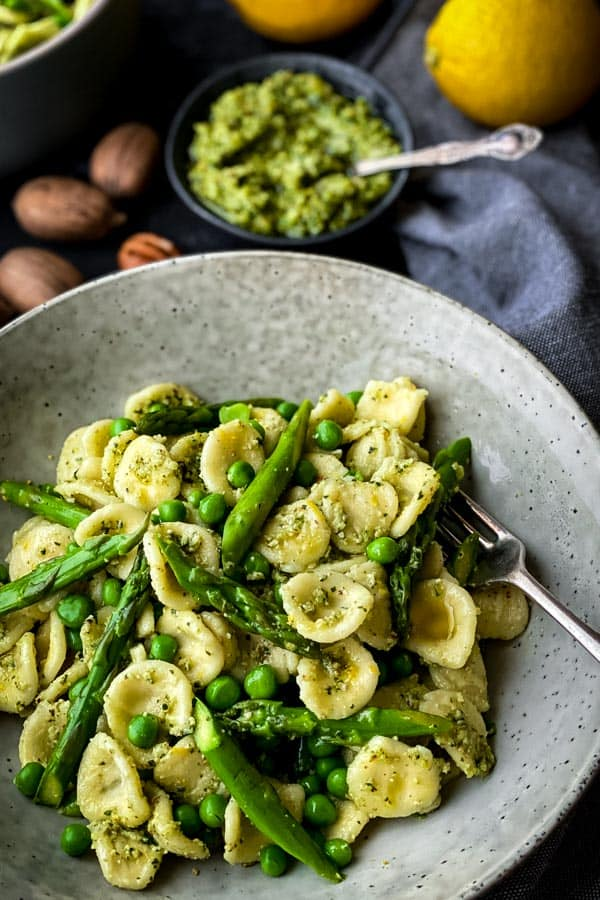 Asparagus Pasta Salad with Pecan Pesto