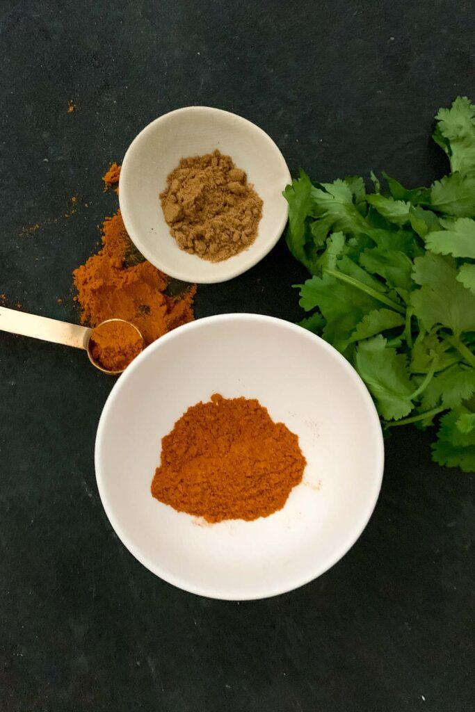 Curry powder and cumin powder
